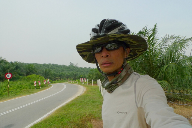 My version of Da Brim (are you reading this Al? :-) Just rip off the top of a RM6.99 hat and wear the helmet over it. A bit floppy but it work great :-))